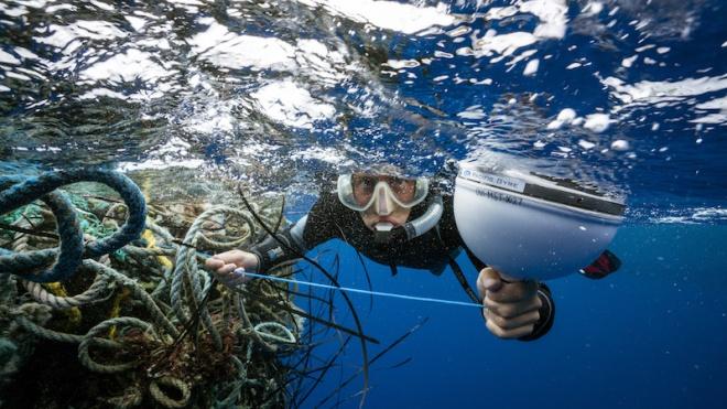 Із Тихого океану дістали понад 40 тонн пластику. Операція тривала майже місяць, а для вилову використовували супутникові технології
