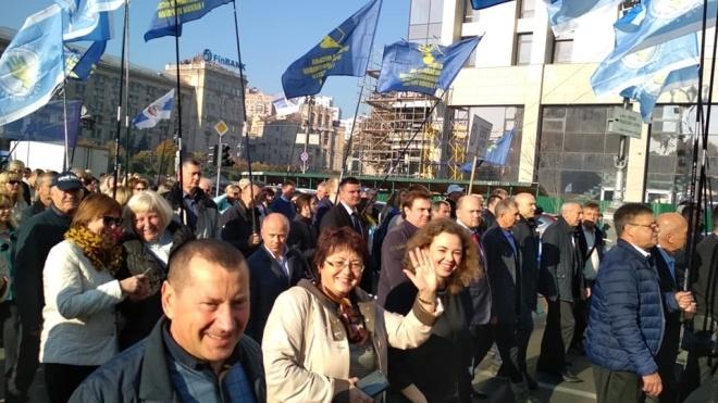 У Києві Хрещатик перекрили через мітинг профспілок. Центр столиці став у заторах