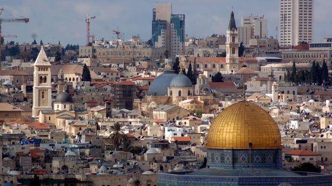 Сервис по аренде Airbnb удалил предложения домов на западном берегу реки Иордан. Израиль назвал это «позорным решением»