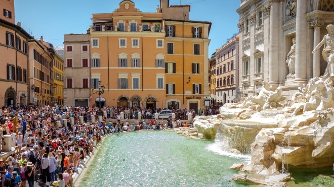 Влада Риму і католицька церква сперечаються за монети з фонтану Треві. Щороку з нього дістають близько 1,5 млн євро