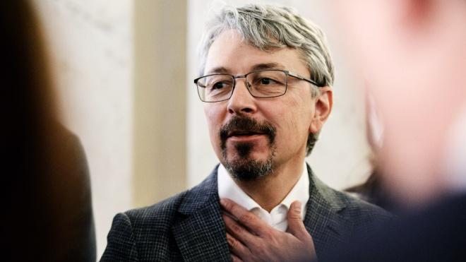 Ткаченко утверждает, что ничего не знал о доле Медведчука в «1+1». Вспоминает, что те компании принадлежали братьям Суркисам
