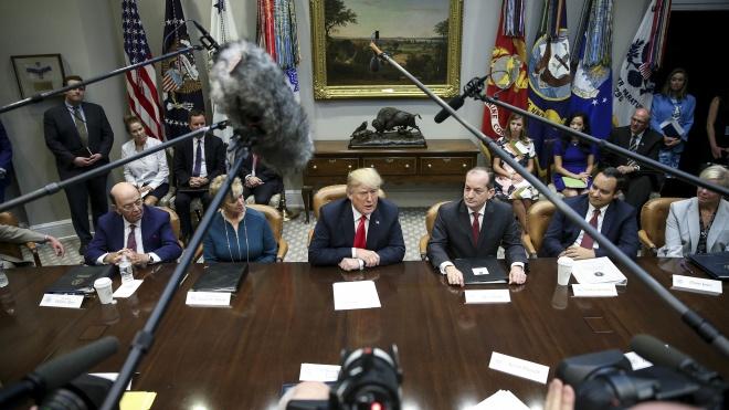 «Ми неймовірно розсерджені та засмучені». Трамп відреагував на відправку посилок з бомбами американським політикам