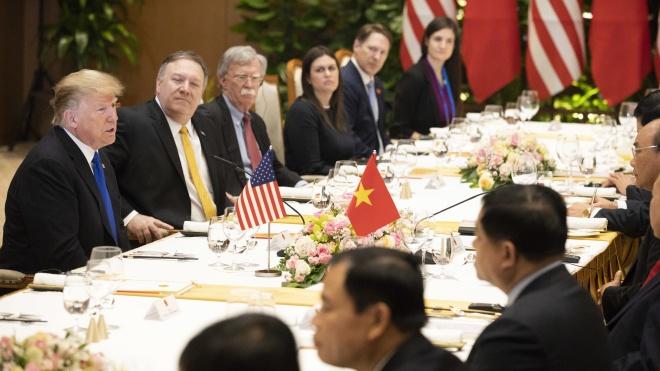 Трамп пояснив, чому перервався саміт у Ханої: Кім Чен Ин просив повністю зняти санкції