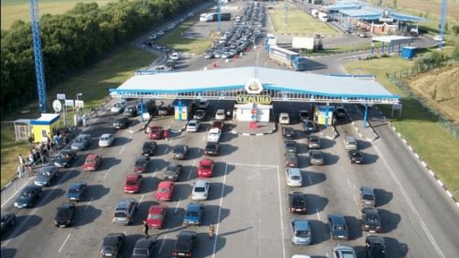 На украинской границе сотни авто застряли в пробках. Что случилось