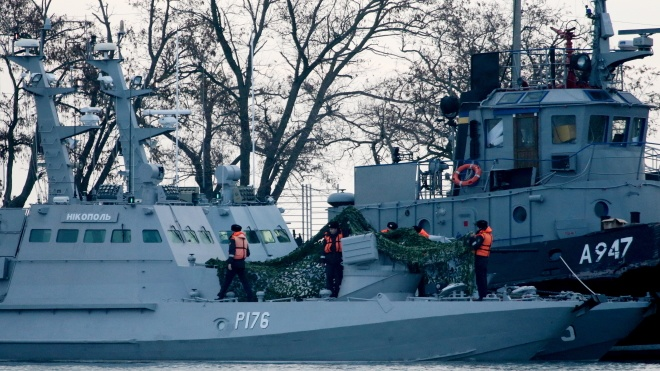 Захоплені РФ українські судна прибули в Керч. З'явилося відео з кораблями в порту анексованого Криму