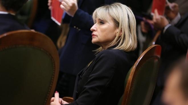 Нардеп Ірина Луценко подала до суду проти кандидата у президенти Гриценка. Вимагає заплатити 2,5 млн грн за образу сім'ї