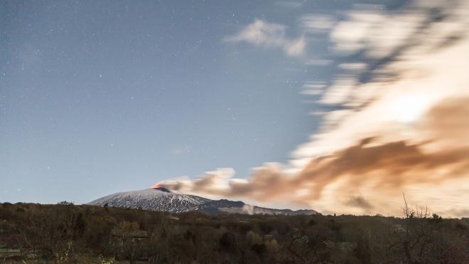 Виверження вулкана Етна. На Сицилії стався землетрус, є руйнування та потерпілі