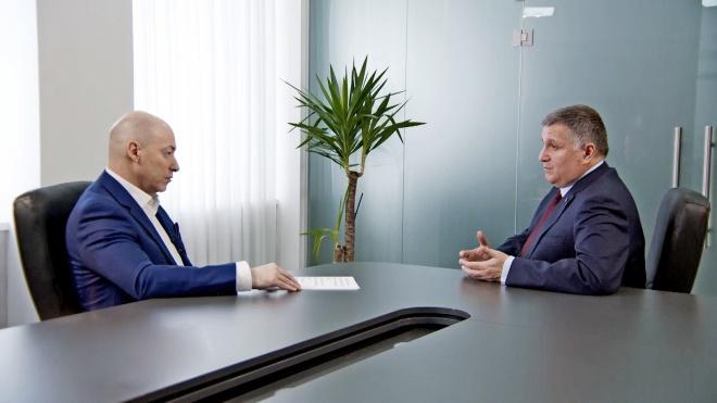 Все, що глава МВС Арсен Аваков сказав про українських політиків та олігархів журналісту Гордону, — в одному абзаці