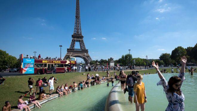 Аномальная жара в Европе: Швеция отменяет поезда, в Париже люди спасаются в фонтанах
