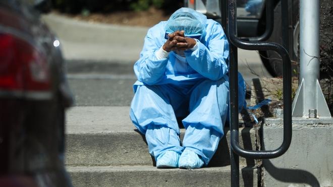 Во всем мире медсестры стали чаще умирать от коронавируса. Количество жертв удвоилось всего за месяц