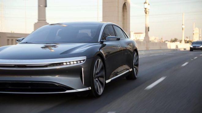 Саудовская Аравия инвестирует $1 млрд в китайского конкурента Tesla. Он разгоняется до 350 км/ч