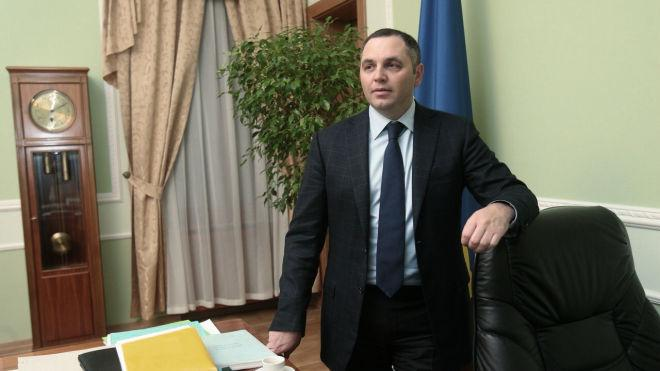 Керівник каналу NewsOne Андрій Портнов заперечив, що має російське громадянство, та надав документи