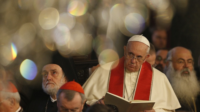 Папа Римський у різдвяному зверненні попросив миру для України
