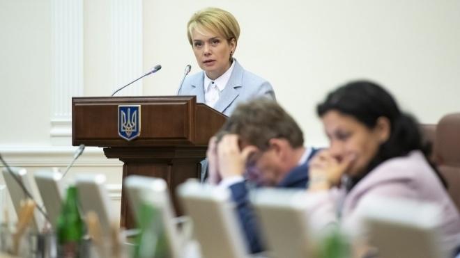 Випускникам шкіл з мовами нацменшин на два роки спростили ЗНО з української мови
