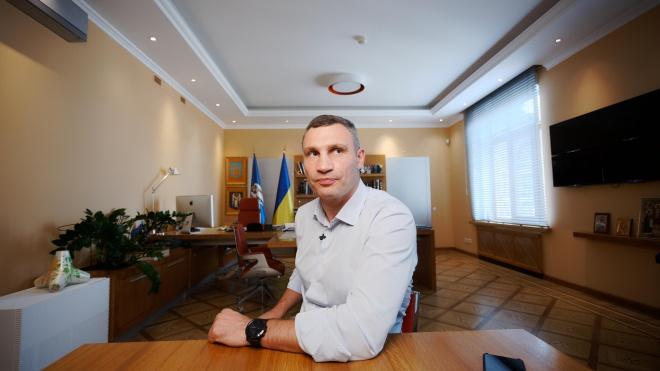 За неделю в войне между Кличко и Офисом президента пострадала советская инсталляция, несколько предприятий и один министр. Новые подробности старого конфликта