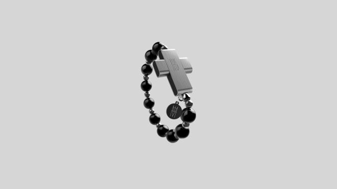Папа Римский представил в Ватикане smart-четки для молитв за $110. Для активации нужно перекреститься
