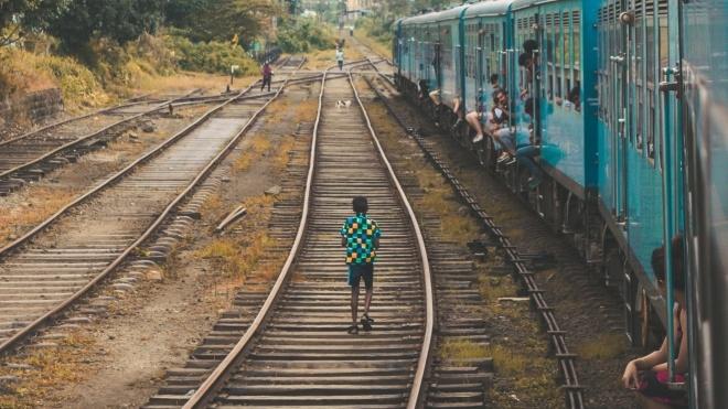 В Індії 3000 км залізниці відгородять бетонним парканом, щоб люди не гинули під колесами поїздів