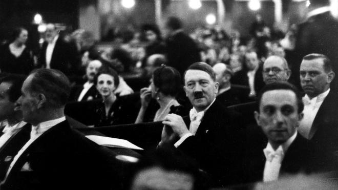 Бизнесмен из Швейцарии за €600 тыс. скупил на аукционе вещи Гитлера. Он подарит их израильскому фонду