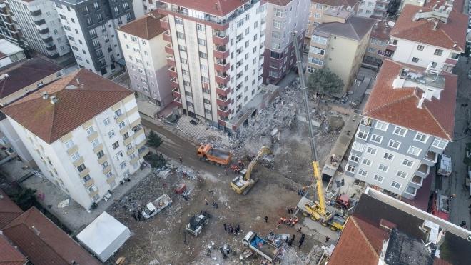 Кількість загиблих під завалами будинку в Стамбулі зросла до 15