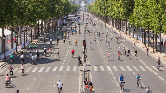 В Париже и Брюсселе на целый день запретили автомобили. Города превратились в царство пешеходов и велосипедистов