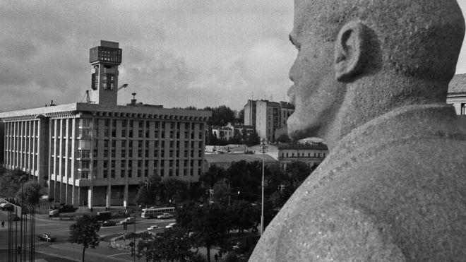 27 років тому на Майдані в Києві знесли статую Леніна. Ось як змінювався вигляд площі протягом 150 років