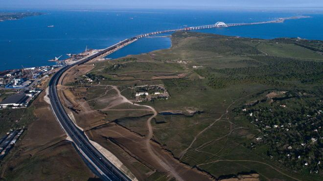 Побудований Росією Керченський міст зміщується. МінТОТ показало знімки з космосу