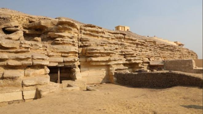 В Єгипті археологи розкопали унікальні мумії жуків-скарабеїв і кішок. Знахідці більше 6 тисяч років
