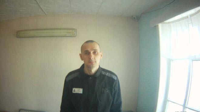 Омбудсмен Денисова показала фото Сенцова из тюрьмы