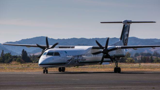 В Сиэтле сотрудник авиакомпании угнал самолет. В сопровождении истребителей он совершил суицид