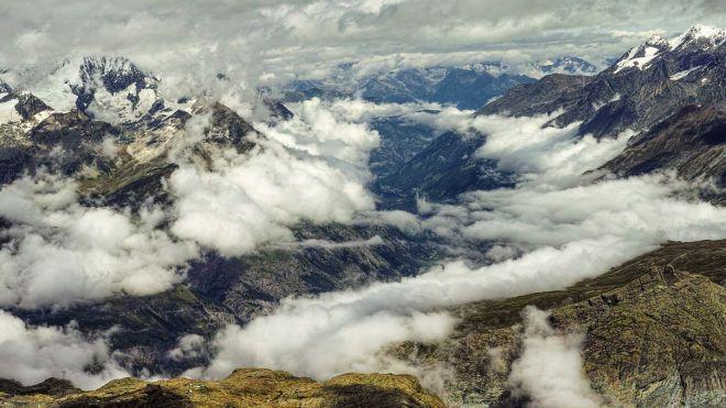 В Альпах разбился самолет с 20 пассажирами. Туристические маршруты в окрестностях перекрыты