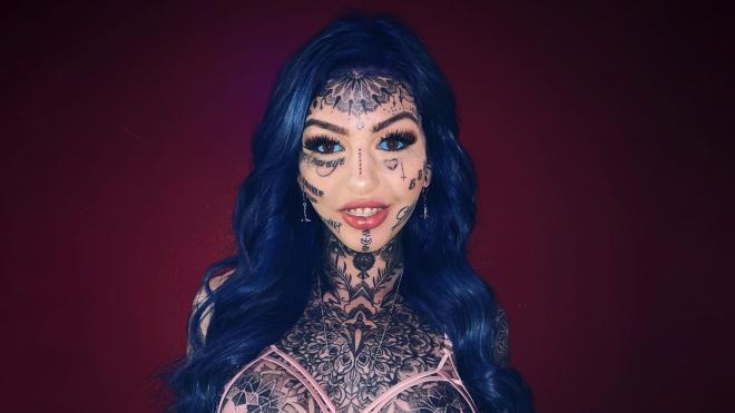 Австралійка мало не осліпла через татуювання на очах. Вона пофарбувала очні яблука в блакитний колір