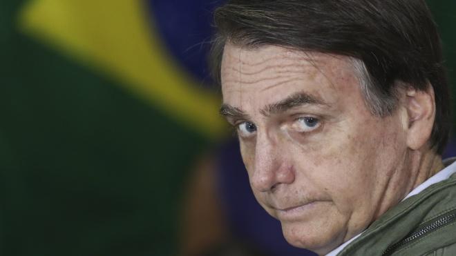 Президент Бразилии на встрече с жителями одного из городов оконфузился, приняв карлика за ребенка и взяв его на руки