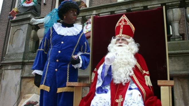 «Черный Пит — это расизм». В Нидерландах прошли протесты против помощника Санта-Клауса