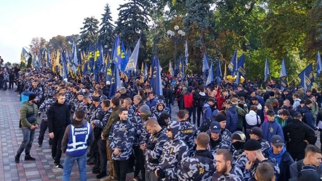Под Радой митингуют националисты. Требуют упростить предоставление гражданства иностранцам-участникам АТО