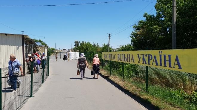 Боевики «ДНР» снова закрыли пункты пропуска через линию разграничения