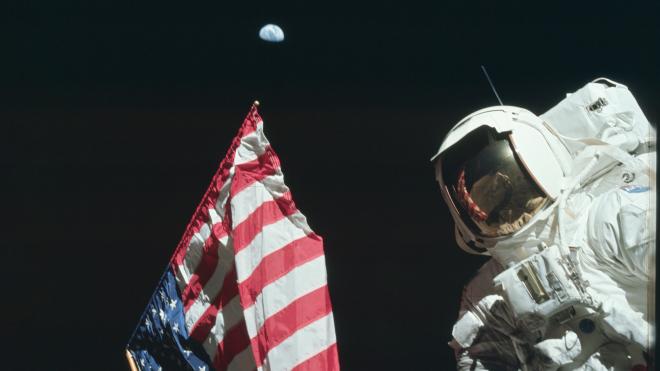 50 років першій висадці на Місяць. Автографи замість страхування, рятівна ручка та загроза космічних вірусів — згадуємо цікаві факти про місію «Аполлон-11»