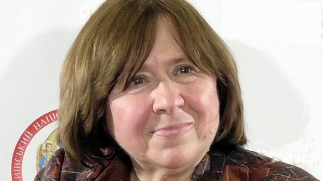 В Беларуси убрали из школьной программы нобелевского лауреата Алексиевич. Она критиковала Лукашенко