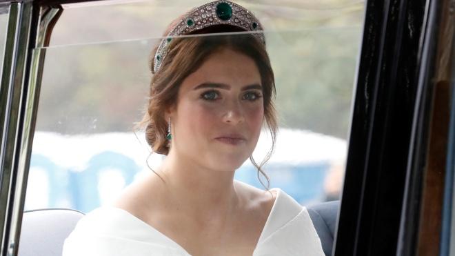 У Віндзорському палаці одружилася онучка Єлизавети II принцеса Євгенія. Відео церемонії