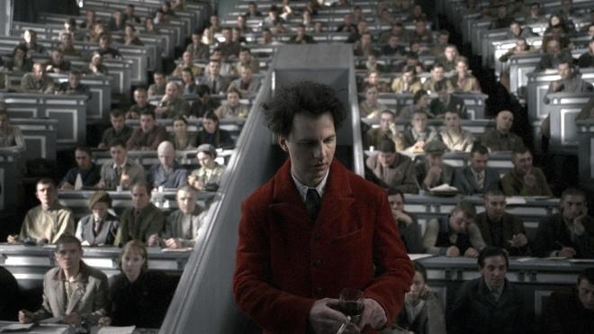 В январе в Париже покажут фильм «Дау». Над ним работали 11 лет, для съемок в Харькове построили советское гетто, актеров насиловали, а Гордон сыграл комбрига