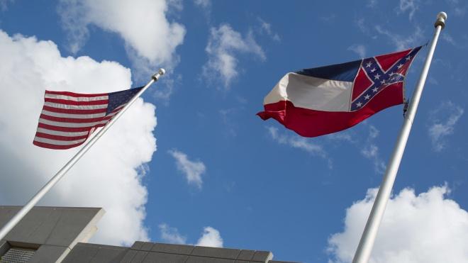 Протесты в США: штат Миссисипи последним в стране решил избавиться от символики конфедератов на флаге