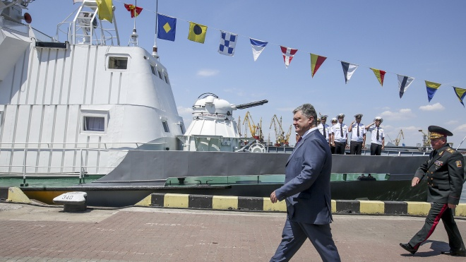 Петро Порошенко продає завод «Кузня на Рибальському» Сергію Тігіпку. Розповідаємо, що відомо про угоду