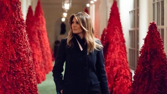 Новогодние елки Мелании Трамп в соцсетях сравнили с декорациями к триллерам