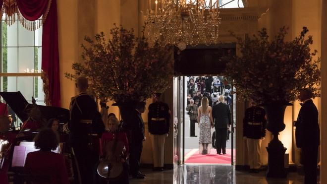 WSJ: Трамп показує гостям Білого дому ліжко Лінкольна і місце, де кохалися Клінтон і Левінські