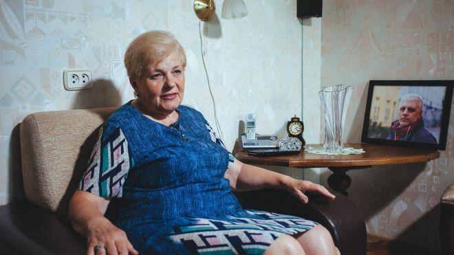 «Есть какие-то причины, чтобы не раскрывать это дело». Мать Павла Шеремета дала интервью через два года после убийства