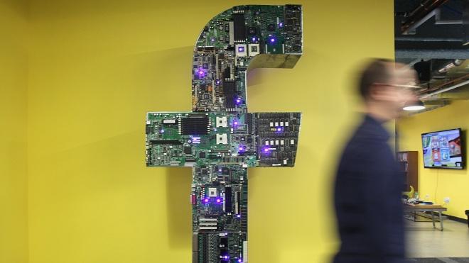 Євросоюз: Facebook і Twitter недостатньо борються з дезінформацією