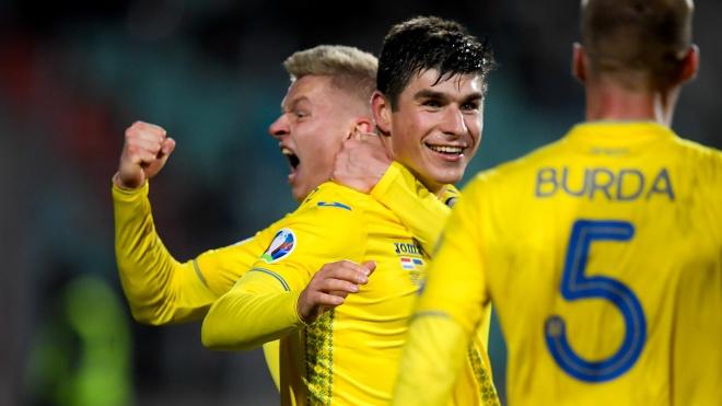 Украинского футболиста Малиновского признали лучшим игроком месяца итальянского чемпионата