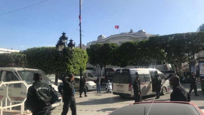 Смертниця підірвала себе в центрі Тунісу. Поранено 8 поліцейських