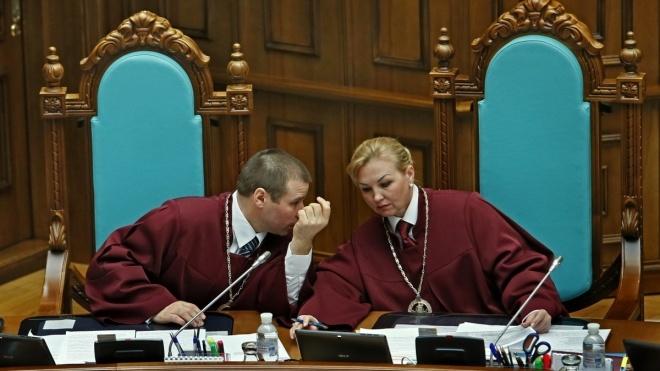 Шевчук уволен с должности председателя Конституционного суда. Его сменила Наталья Шаптала