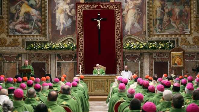 Папа Римський пообіцяв боротися зі священиками-педофілами, але не сказав як. Жертви насильства бояться, що духівництво «візьметься за своє». Чим закінчився саміт у Ватикані