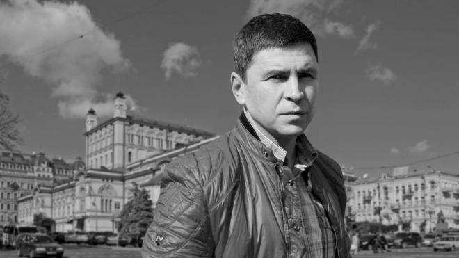 У главы Офиса президента — новый консультант. Он был оппозиционером в Беларуси, провластным журналистом при Януковиче, а теперь решает кризисы во власти. Большой профайл Михаила Подоляка